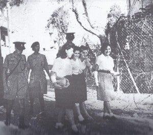 לוחמות המחתרת שנעצרו בפעולה מובלות למשפט