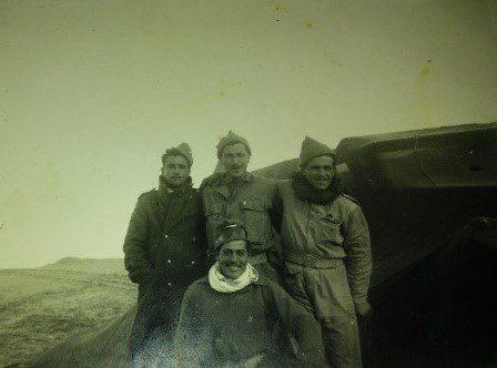 למעלה מימין-בנימין זיתוני, צבי שצמן, יעקב מיכאלי. יושב-ראובן ישראל קוטי