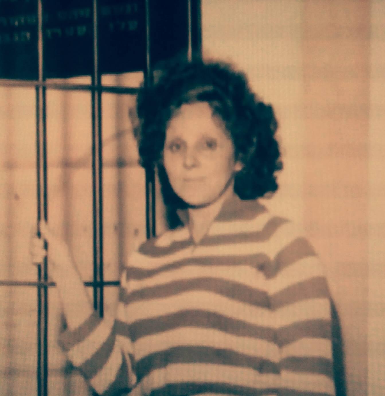 רחל (קרמר) רכטמן ליד תא הנידונים